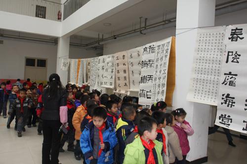 聚源路小学举行元旦书法绘画作品展郑东新区教育信息