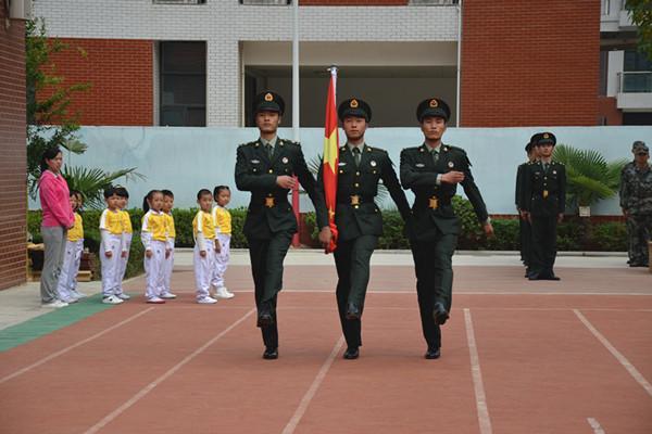 解放军叔叔来了-普惠路第二幼儿园开展 迎国庆 系列主题活动郑东新区