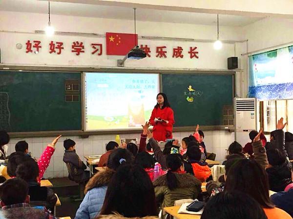青岛市民宗局副局长卢晓