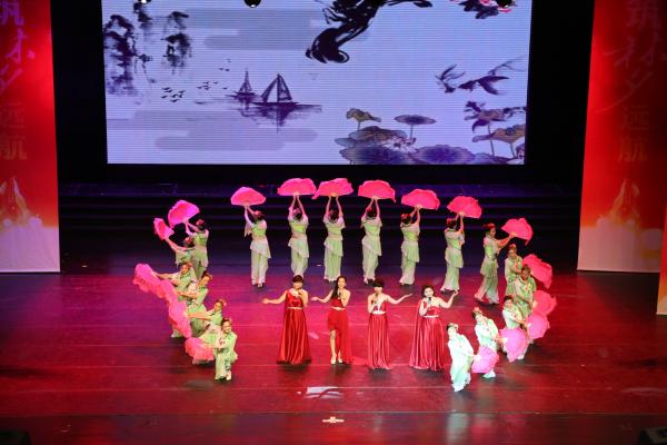 一幼儿园歌伴舞《女驸马》-携手共进 筑梦远航 郑东新区2015年教育