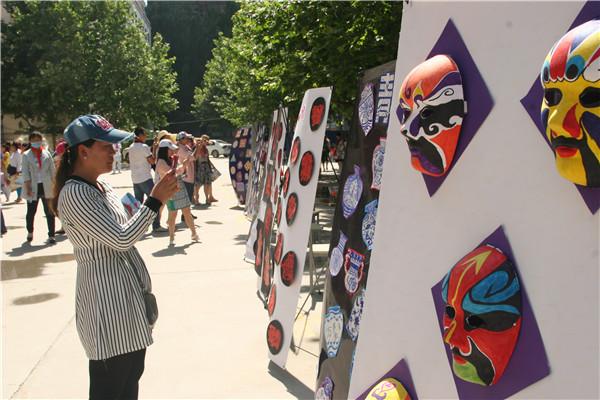 给艺术搭建一个激发自我的平台,培养小学生的v艺术情趣与学生修养,展示法国ALLANDE情趣内衣图片