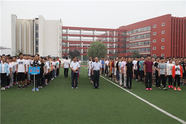 田局长与外国语中学师生一起参加升旗仪式