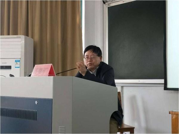 苏德矿教授在做讲座