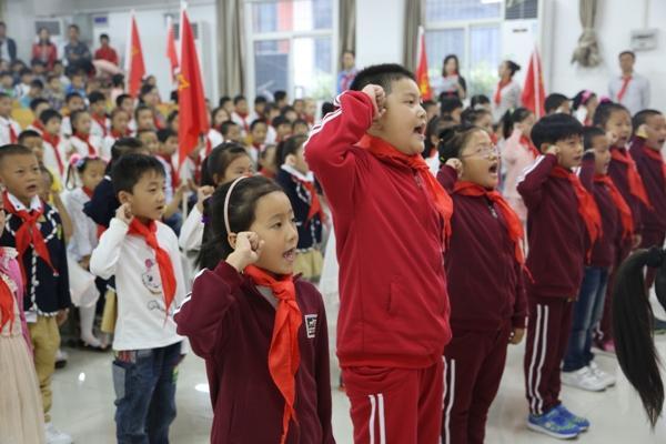 手捧红领巾 畅想中国梦郑东新区教育信息网