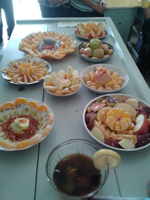 10月11日下午,郑东新区艺术小学五一班学生在班内举行了《水果拼盘图片
