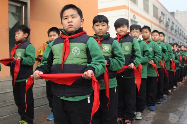 少先队举行新队员入队仪式郑东新区教育信息网