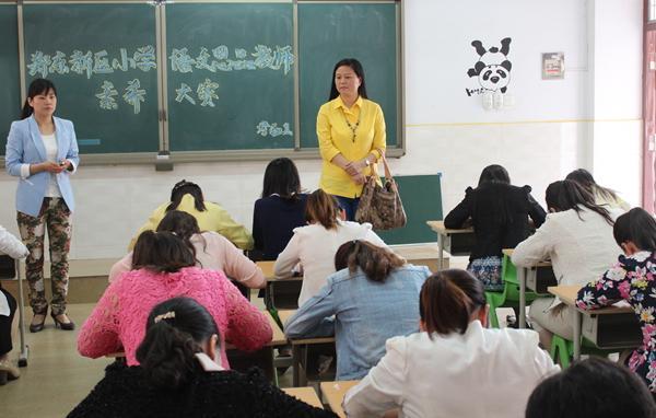 娄娟老师巡视比赛考场 八仙过海各显好身手 三尺讲台成就教育梦
