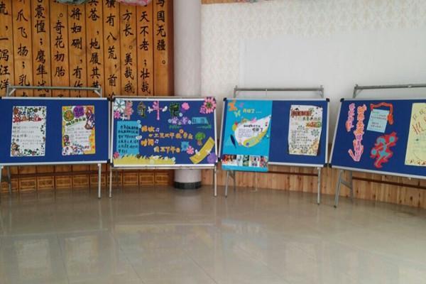 画画,做手工,老师们充分发挥自己的聪明才智动手做海报,布置展板.