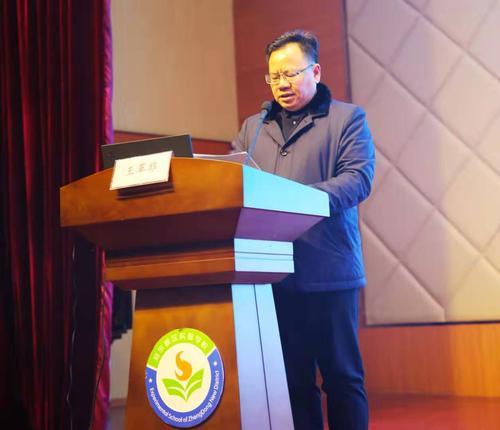 郑东新区教文体局副局长王革非致开幕词