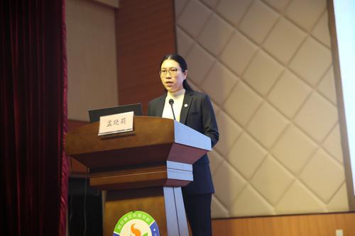 郑东新区昆丽河小学校长孟晓莉做经验分享