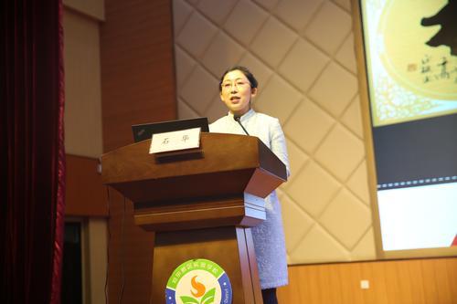 郑东新区实验学校副校长石华做经验分享