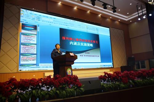 郑州市教育局教学研究室副主任孙红保做《指向核心素养的项目式学习内涵及实施策略》专题讲座